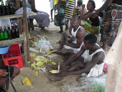 Making weights for gillnets in Liberia (World Bank trade/DTIS study, 2007)